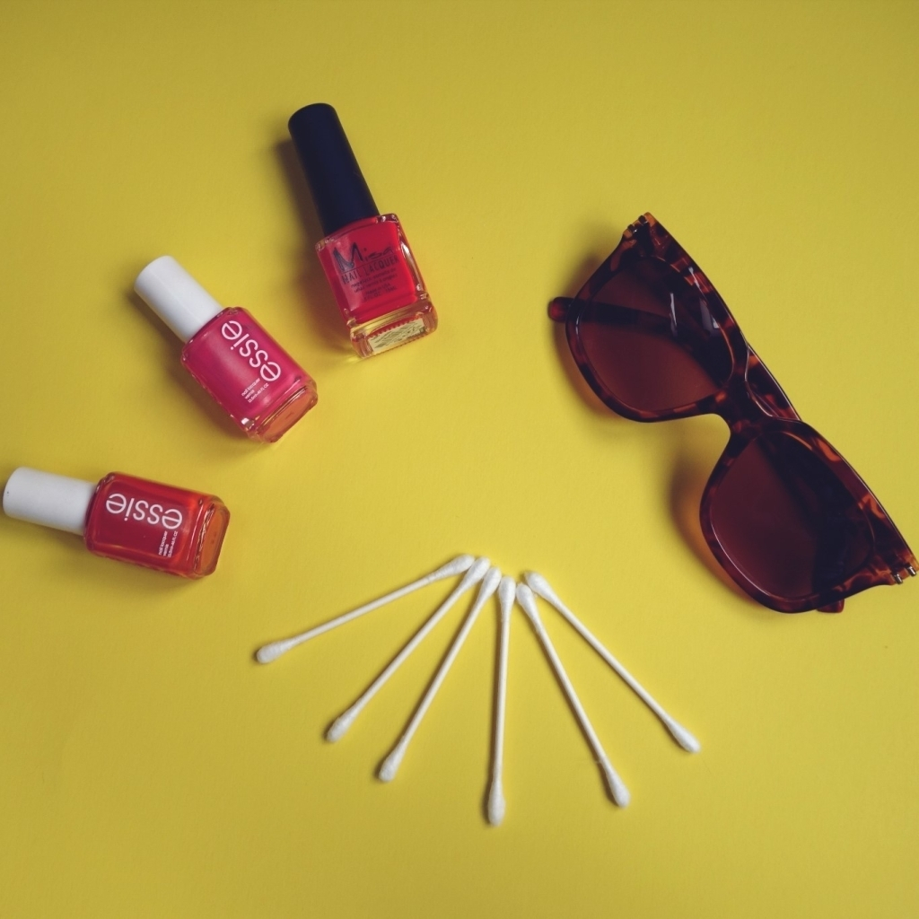 DIY-festival-sunnies_What-youll-need_2
